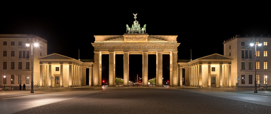 "Bild: Berlin (Quelle: ""Brandenburger Tor nachts 2012-07"" von Thomas Wolf, www.foto-tw.de - Eigenes Werk. Lizenziert unter CC BY-SA 3.0 über Wikimedia Commons - https://commons.wikimedia.org/wiki/File:Brandenburger_Tor_nachts_2012-07.jpg#/media/File:Brandenburger_Tor_nachts_2012-07.jpg)"